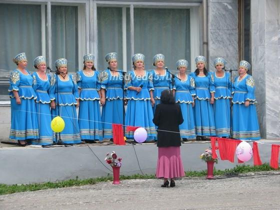 Поселок Курорт Озеро Медвежье (Курганская область) - 006 - Выступление хора на празднике