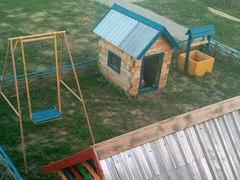 Детские площадки у гостевого дома «Катрин»